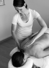 Massage1_bearbeitet_Zuschnitt_klein_sw